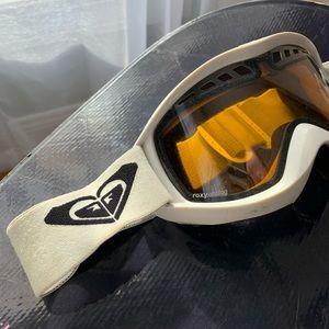 • roxy snow goggles •